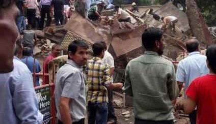 मुंबई: घाटकोपर में ढही 4 मंजिला इमारत 7 लोगों की मौत, 40 के दबे होने की आशंका