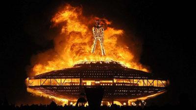 ऐसा अनोखा फेस्टिवल जिसमें पूरा शहर जला दिया जाता हैं!
