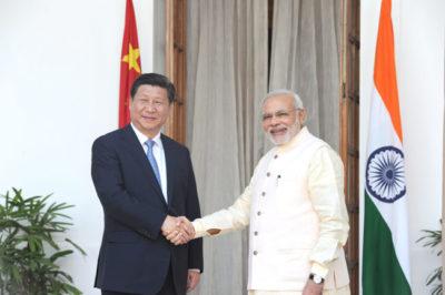 चीन पहुँचे पीएम मोदी, जिनपिंग ने किया स्वागत
